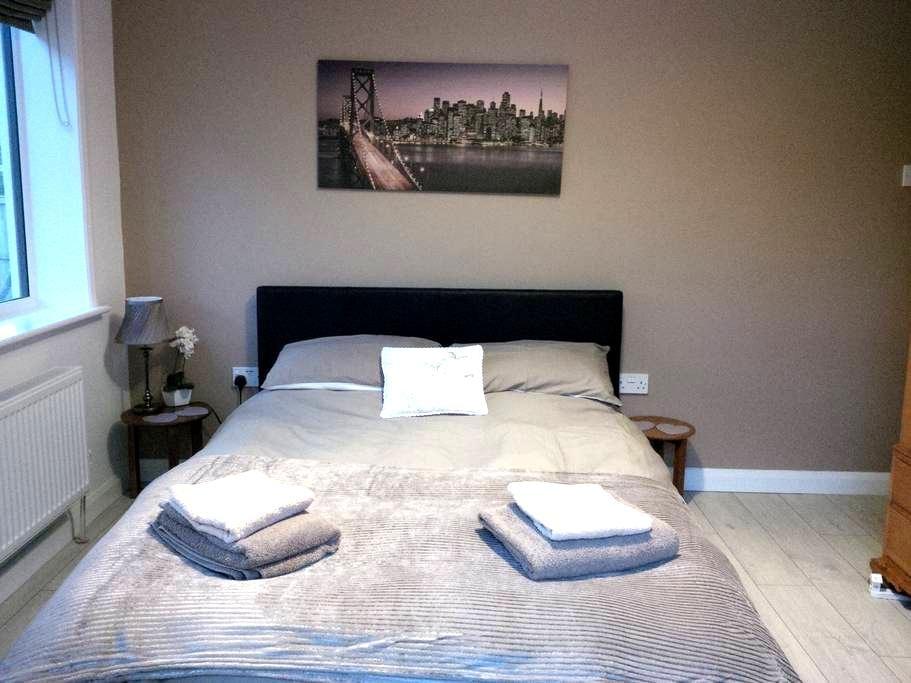 Refurbished groundfloor double room quiet area - Reydon - Bed & Breakfast