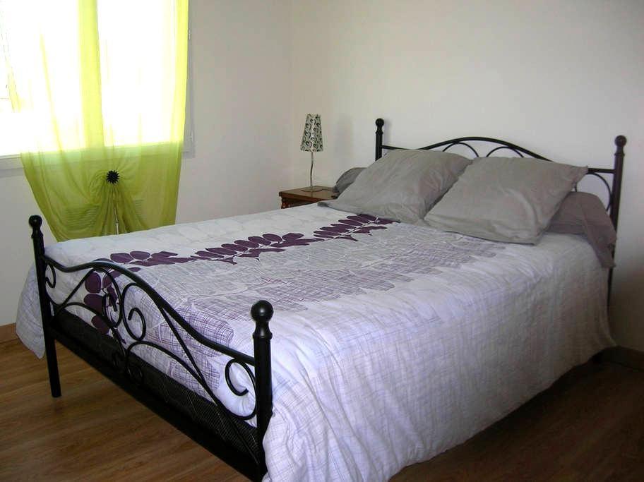 Chambre privée dans maison moderne avec jardin - Massay