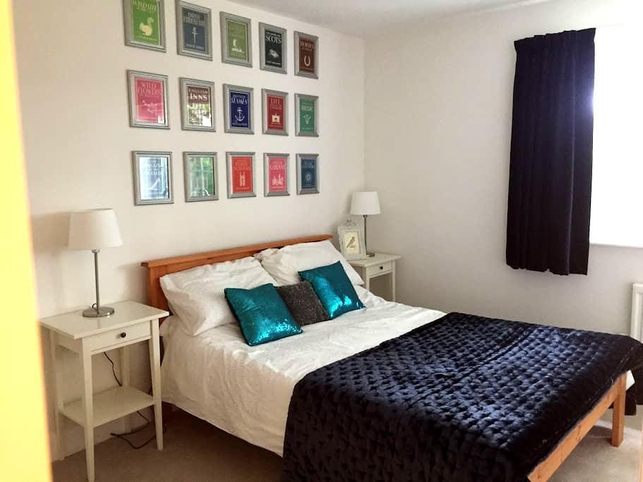 Modern en-suite room, quiet area near Hull (& uni) - Cottingham - Maison