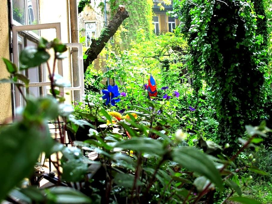 quiet flat & nice garden in center - Budapest - Apartment