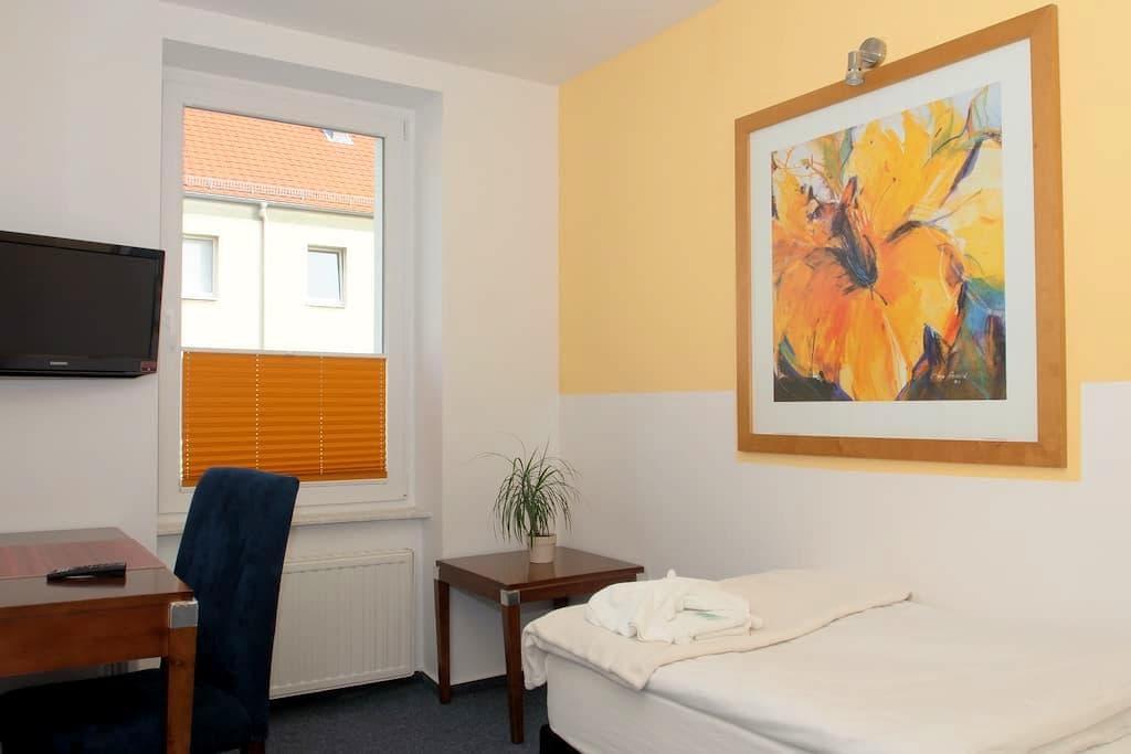 City Hotel-Pension Einzel / Single - Brandenburg an der Havel - Bed & Breakfast