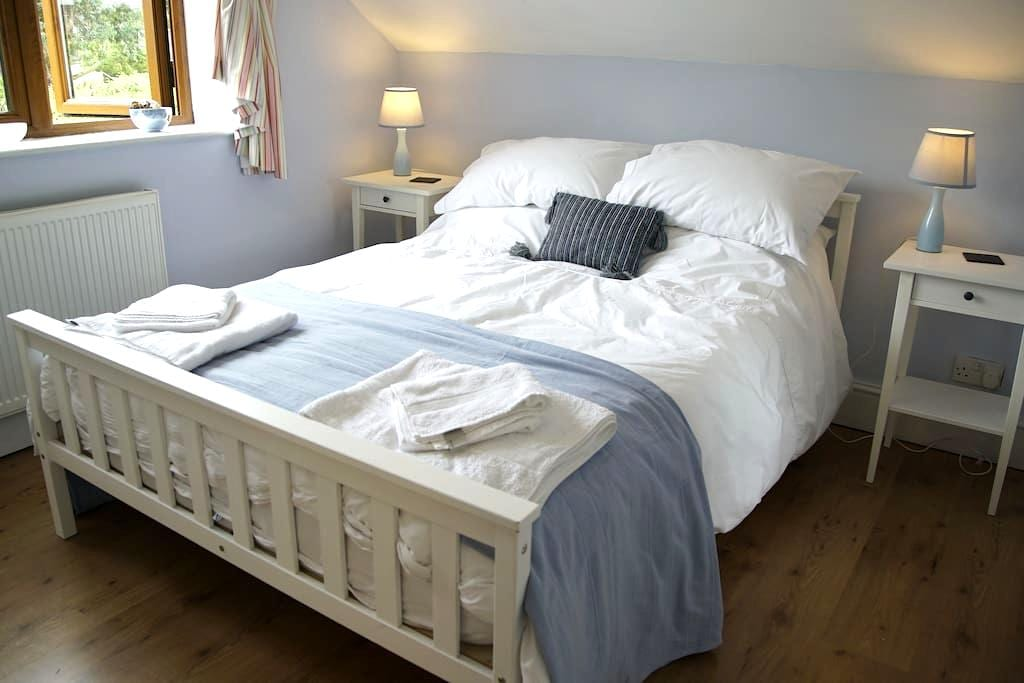 Romantic Room in Charming Home. - Romsey - B&B