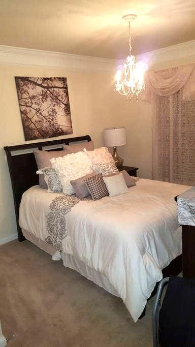 1 Queen bed with private bath - Accokeek - Casa