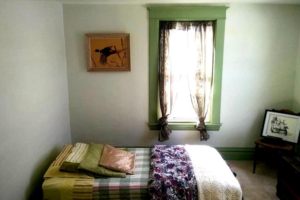 Spare Single Bedroom on Erie Canal - Medina - Huis