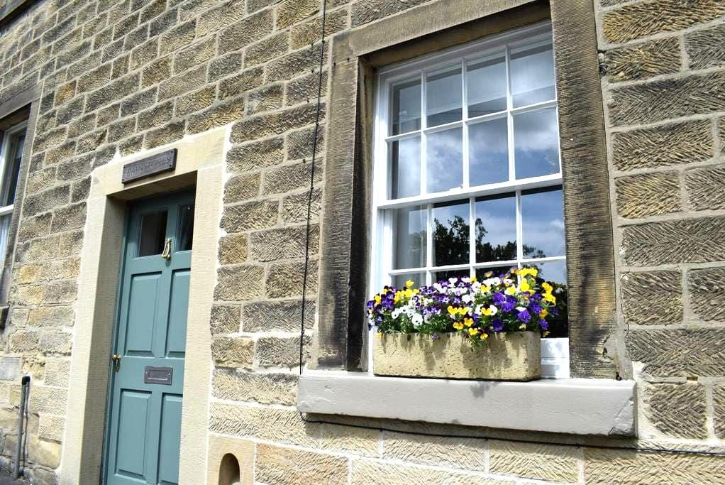 Wainstones, North Church Street, Bakewell - Bakewell - Townhouse