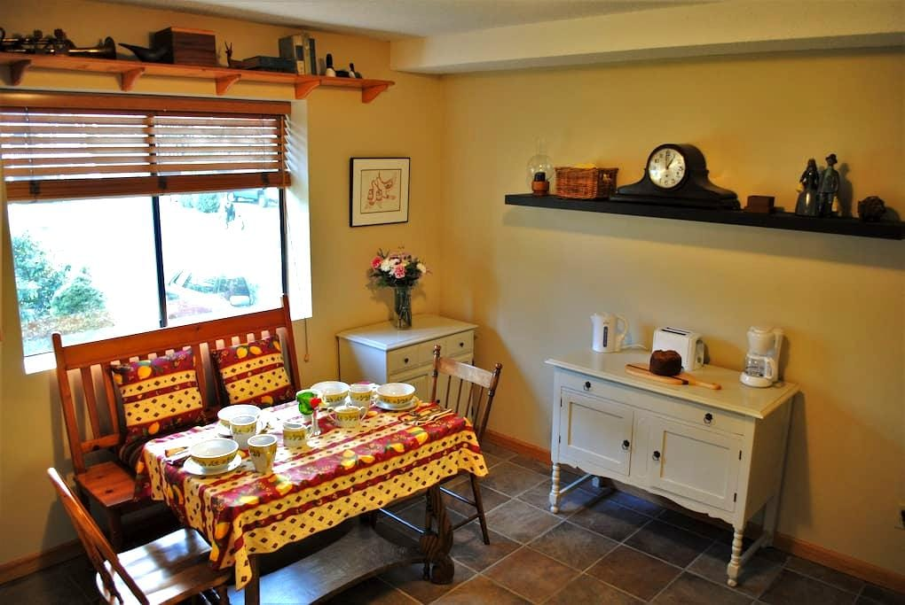 D&D's B&B in Lynn Valley - North Vancouver - Bed & Breakfast