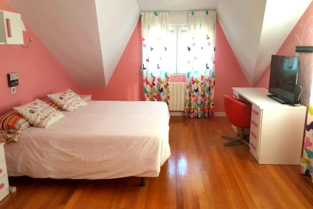 Preciosa habitacion con piscina - Santa Cruz de Bezana - Bed & Breakfast
