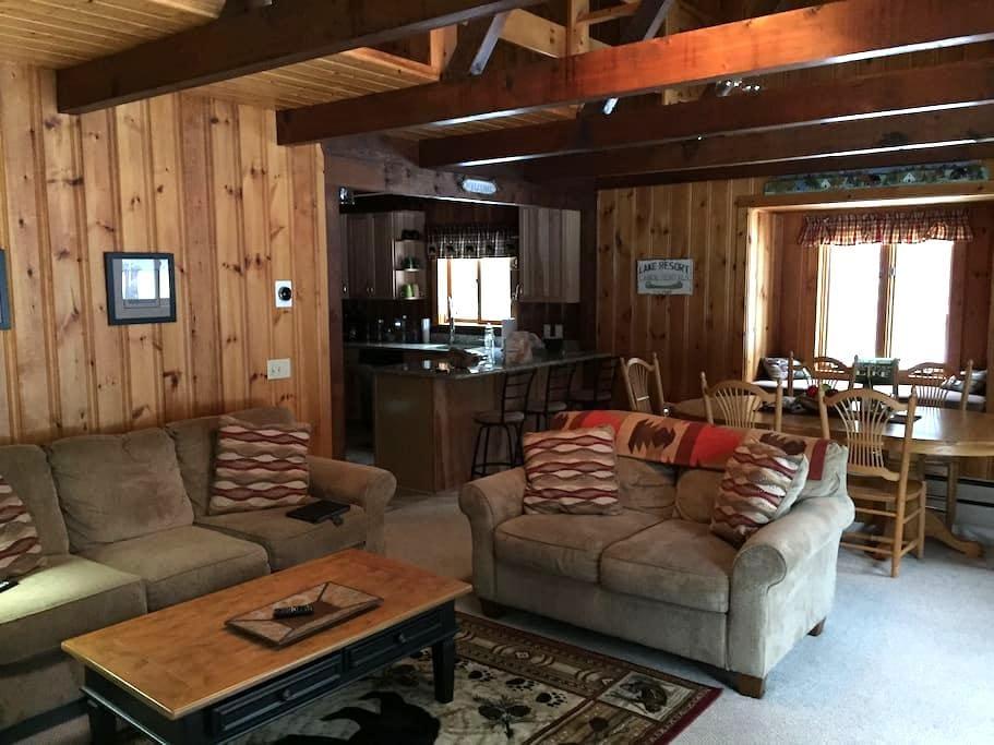 Cozy Winter Getaway - Freedom - Cottage