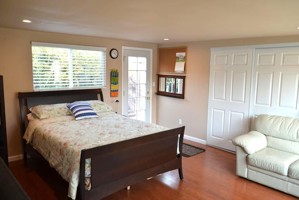 5 Star COMPLETELY private room/bath/entrance!! - Sunnyvale - Huis