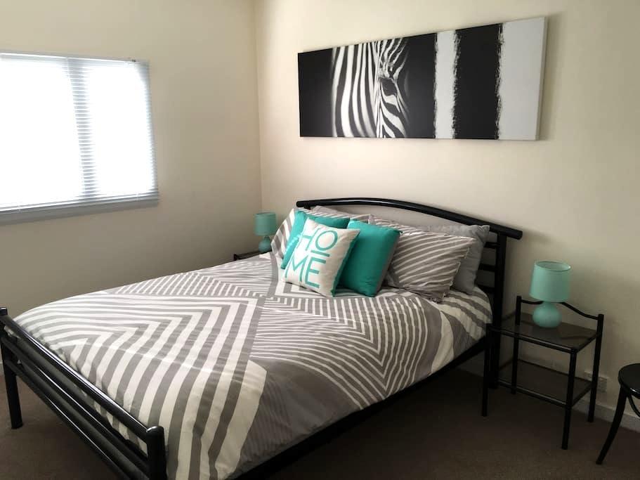 Renovated 1 bed flat, walk to CBD - Launceston