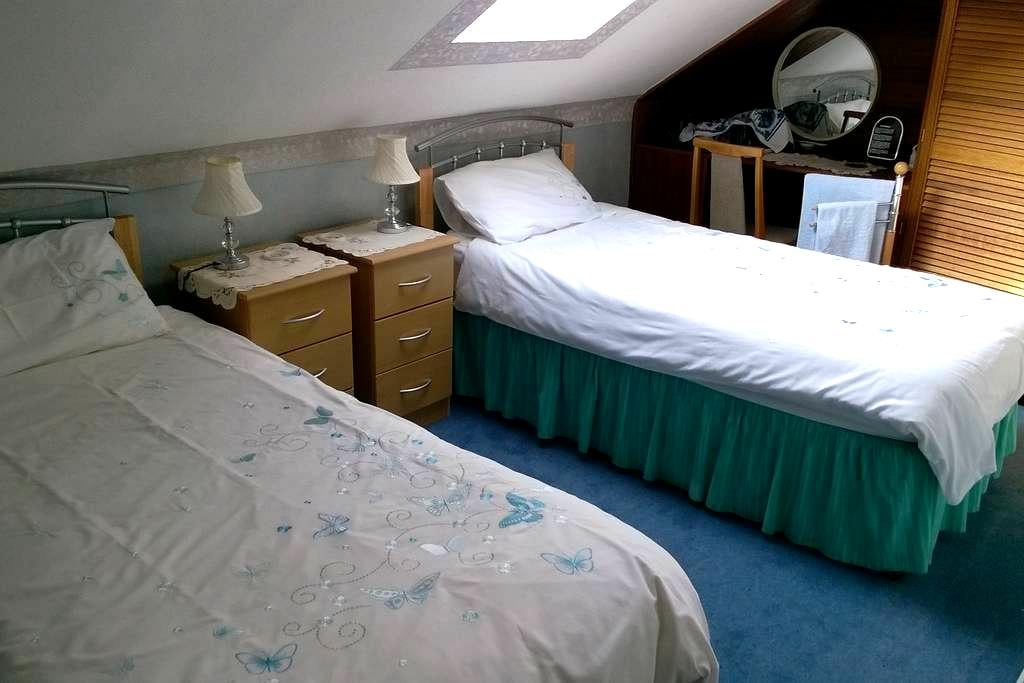 Twin room, private toilet adjacent - Stirling - Bed & Breakfast