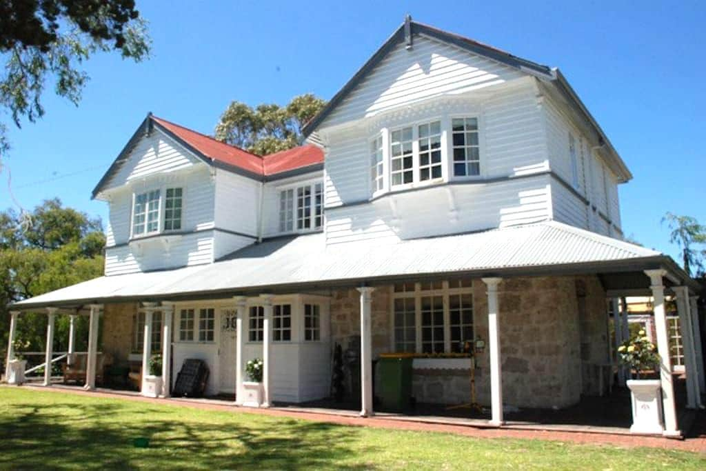 BUSSELTON HOUSE ACCOMMODATION .ONE NIGHT STAY ALSO - Geographe - House