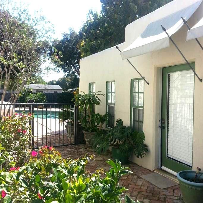 Poolside Studio Apartment - West Palm Beach - Apartment
