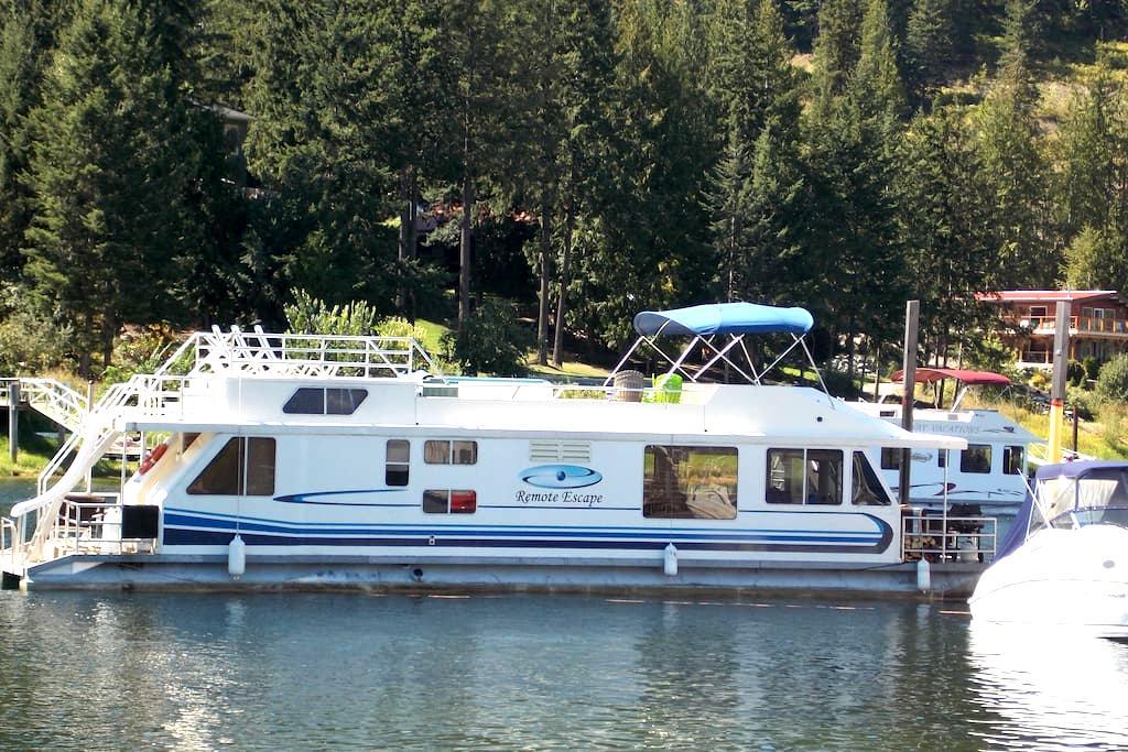 Remote Escape - Shuswap Houseboat - Sicamous