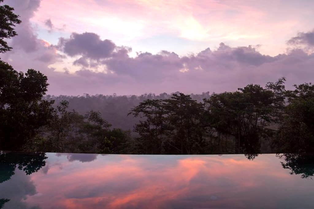 Panoramic valley view, tranquil, 15m infinity pool - Ubud