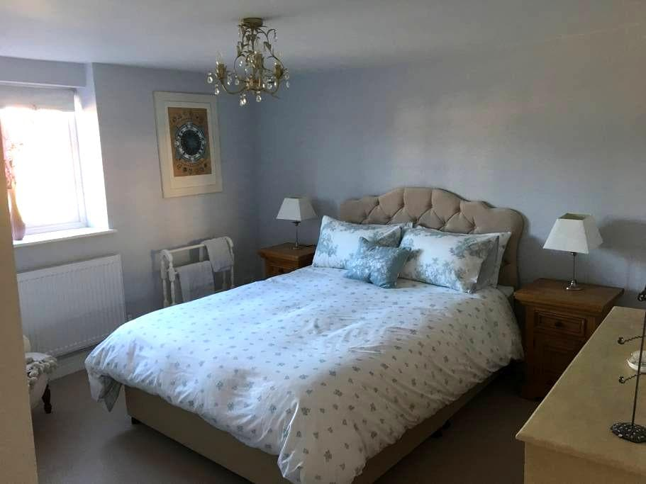 Spacious & cosy double room in 300 yr old cottage - Benson