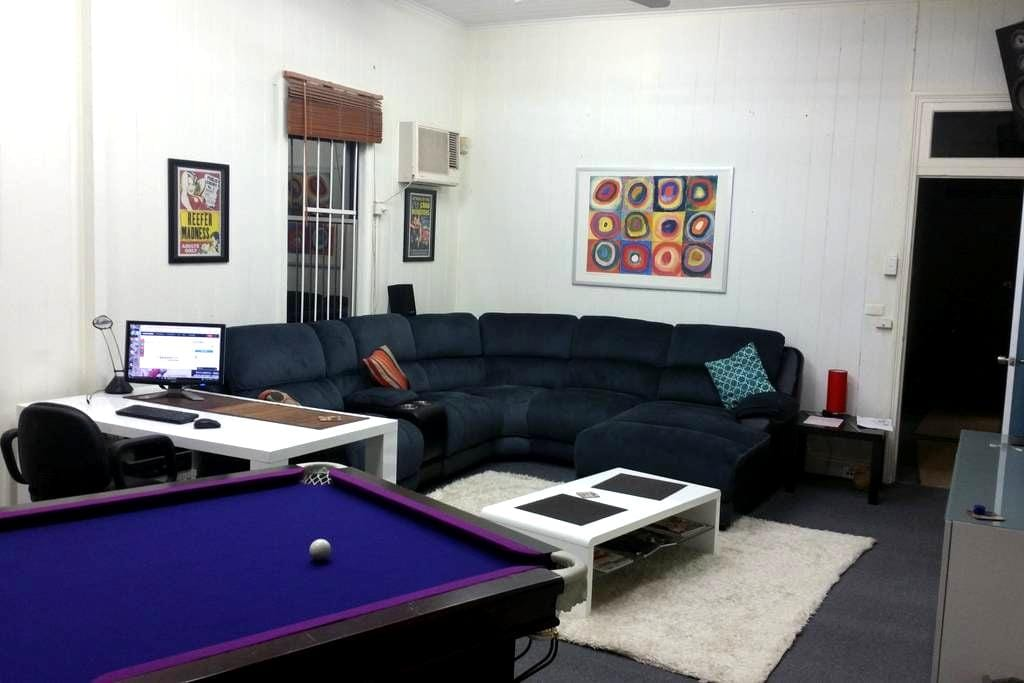 Top location on a budget, comfortably! - Teneriffe - House