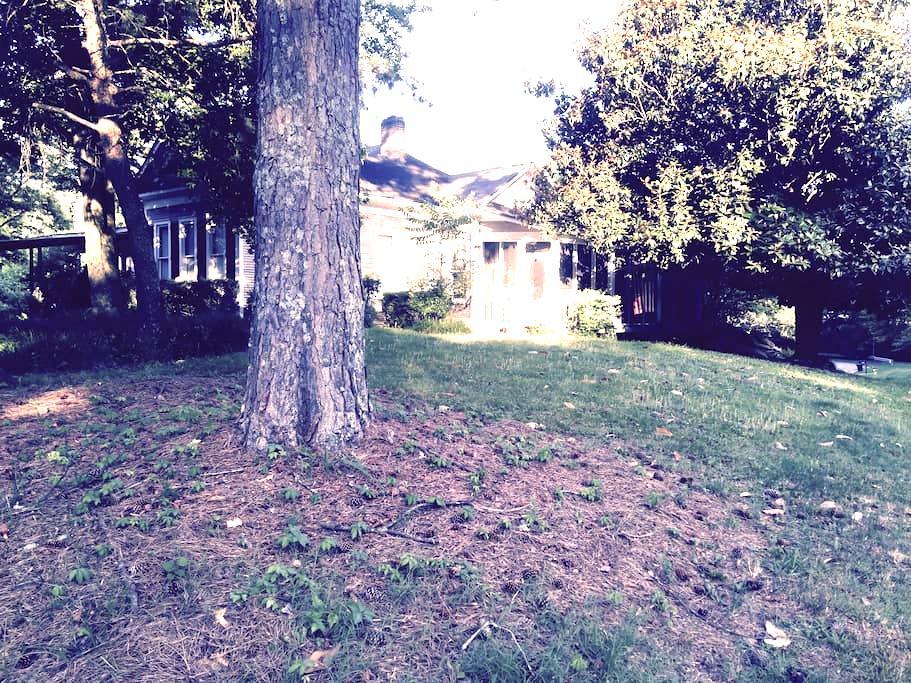 Historical one level farmhouse B&B - Birmingham