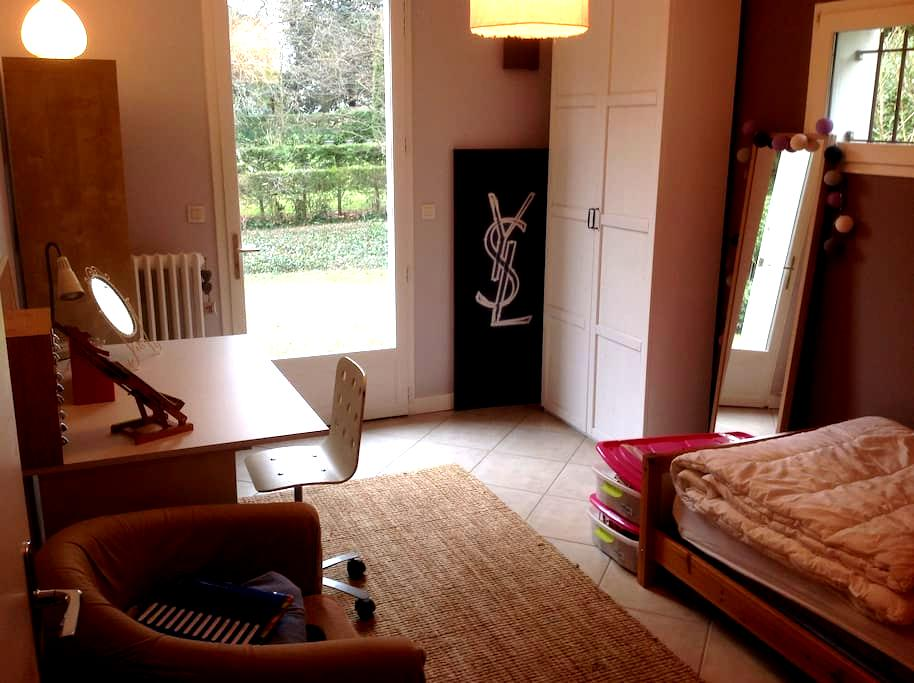 Chambre avec SDB privée au calme dans une maison - Tassin-la-Demi-Lune - Huis