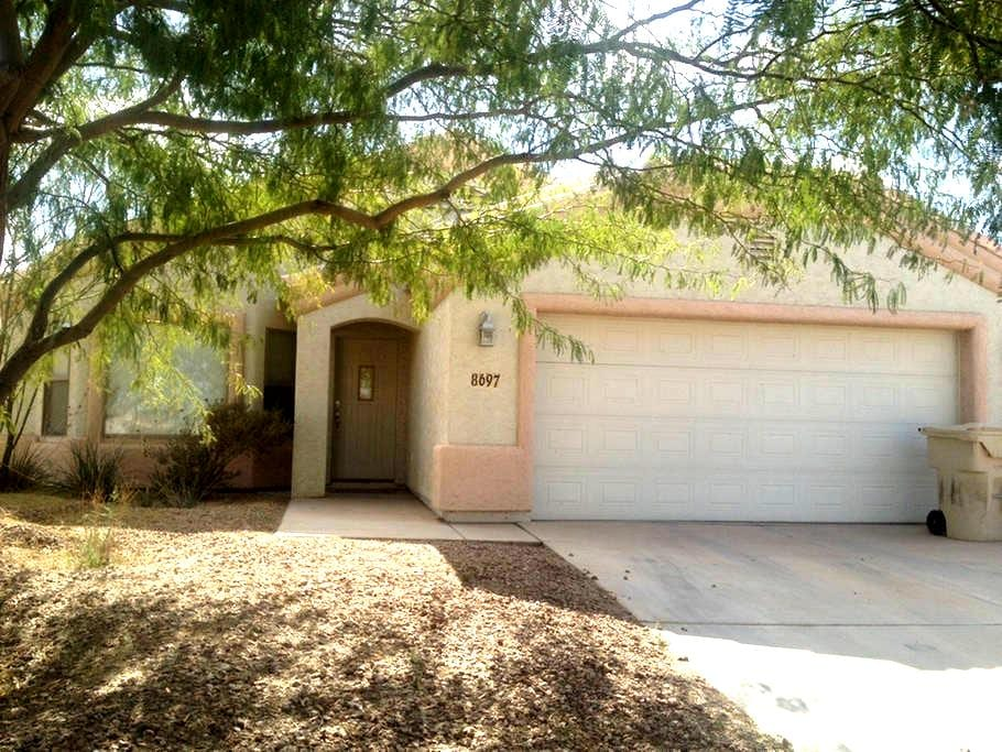 3 bedroom 2 bath. Up to 6 people. - Arizona City
