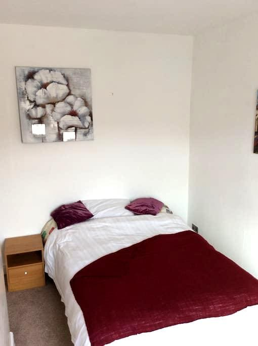 Spacious double room to rent. - Loughborough - Casa