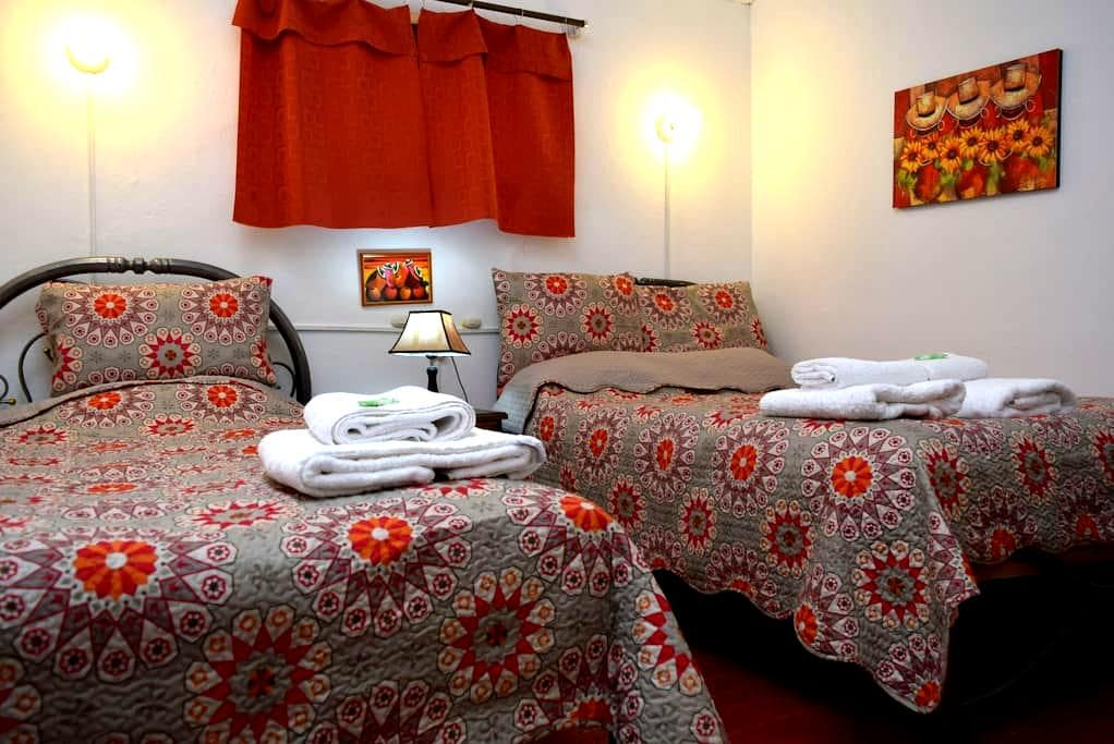 CARLOS -ROOM WITH TWIN BEDS -CUSCO - Cusco