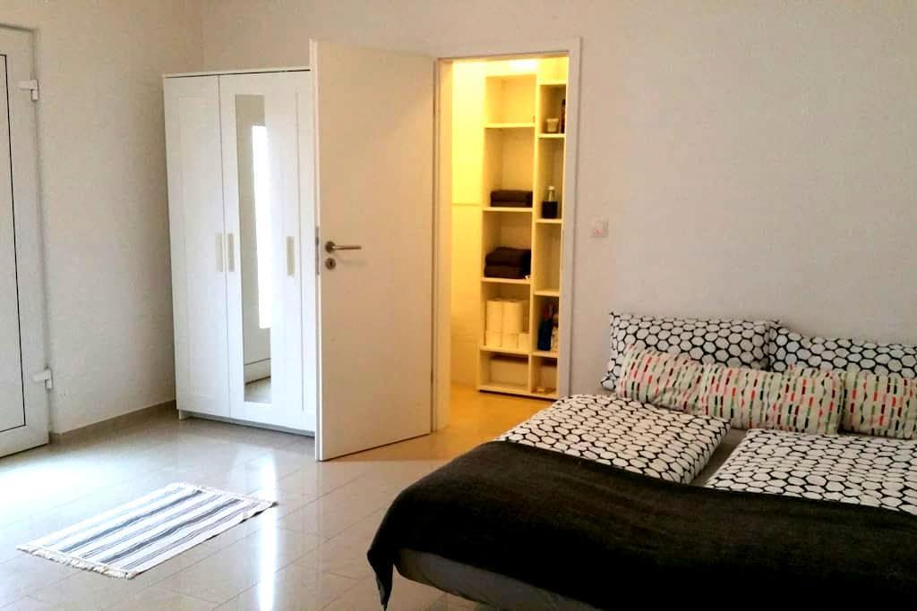 Hübsches 1 Zimmerappartment / Zentral / EG - Bonn - Osakehuoneisto