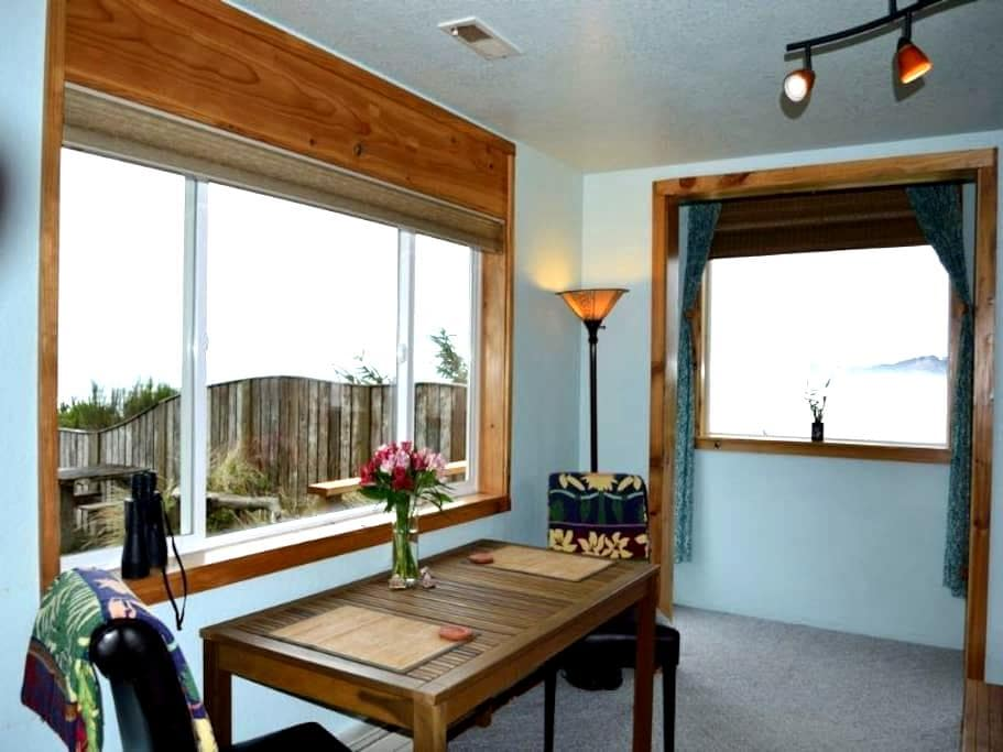 Ocean Wind Retreat Oceanfront, pets - Newport - Daire