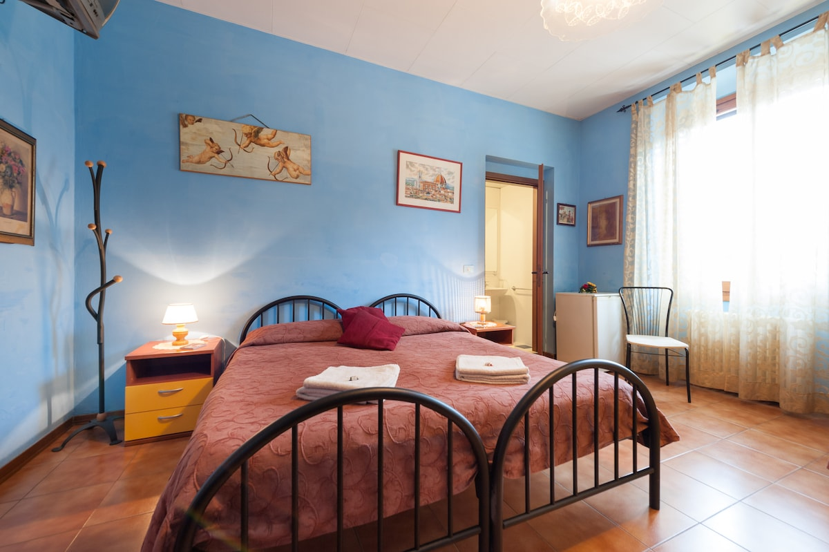 B&B Soggiorno Petrarca Room 3 - Bed and breakfasts for Rent in ...