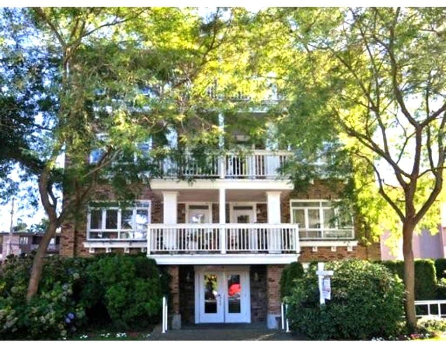 1 Block From The Ocean & Beach - Vancouver - Apartment