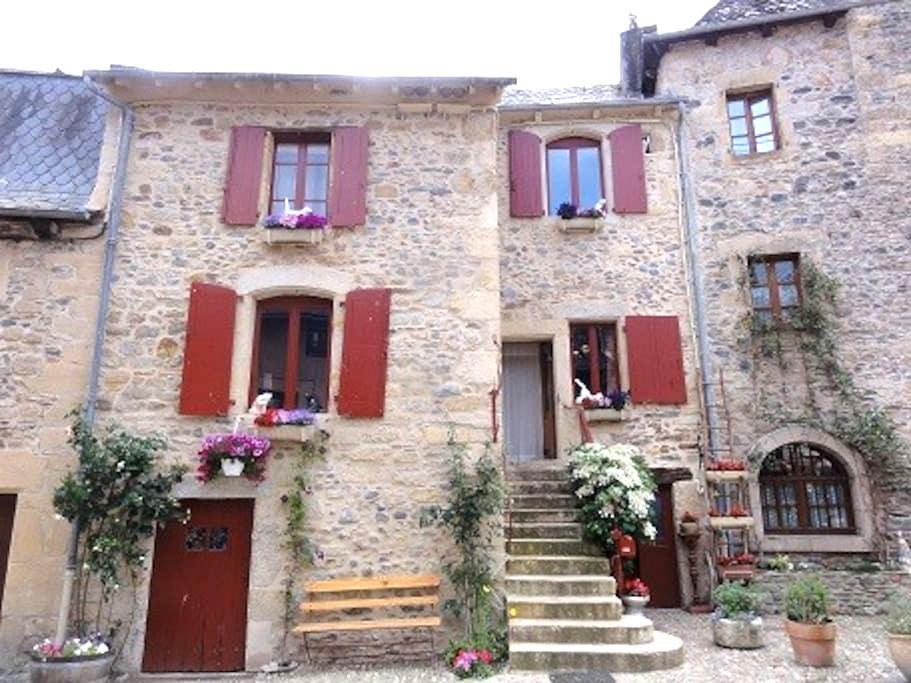 2ème Chambre dans maison 3 pers. ( 2 lits ) - Sainte-Eulalie-d'Olt