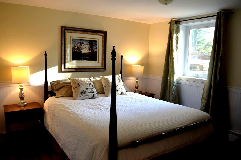 3 Bdrm Apt. in Wolfville  *Special Winter Pricing* - Wolfville - Appartement