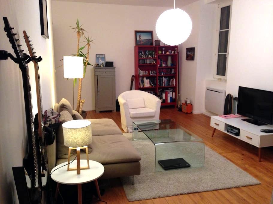 Chambre dans appartement de charme - Pontarlier - Byt