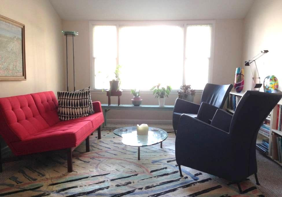 Cheerful guest room - private home - Norwalk - Apartamento
