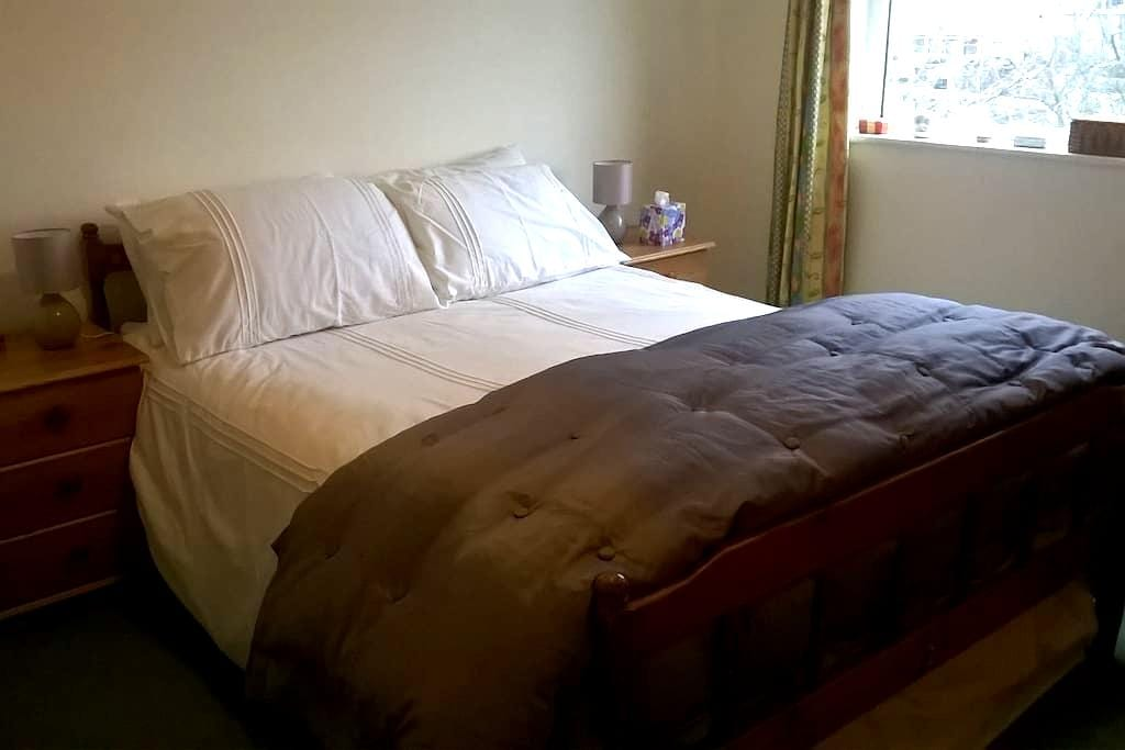 Comfy double bed in the Dales - Otley - Dům