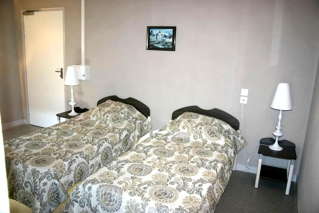 Chambre 2 lits accessible PMR - Talensac - Haus