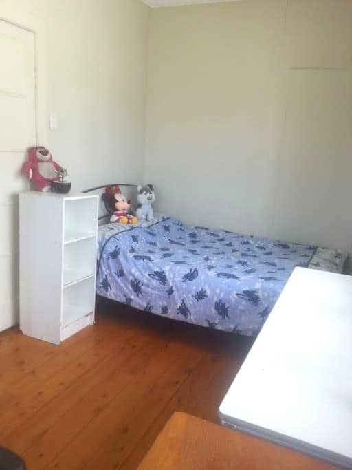 Private Double bed Room in Coorparoo Room 3 - Coorparoo - House