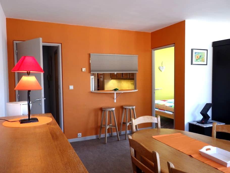Appartement lumineux avec vue sur la Grand'Place - Mons - Apartemen