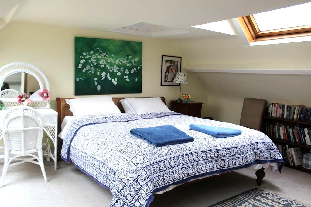 Superking room + bathroom in lovely home - Semley, Shaftesbury - Bed & Breakfast