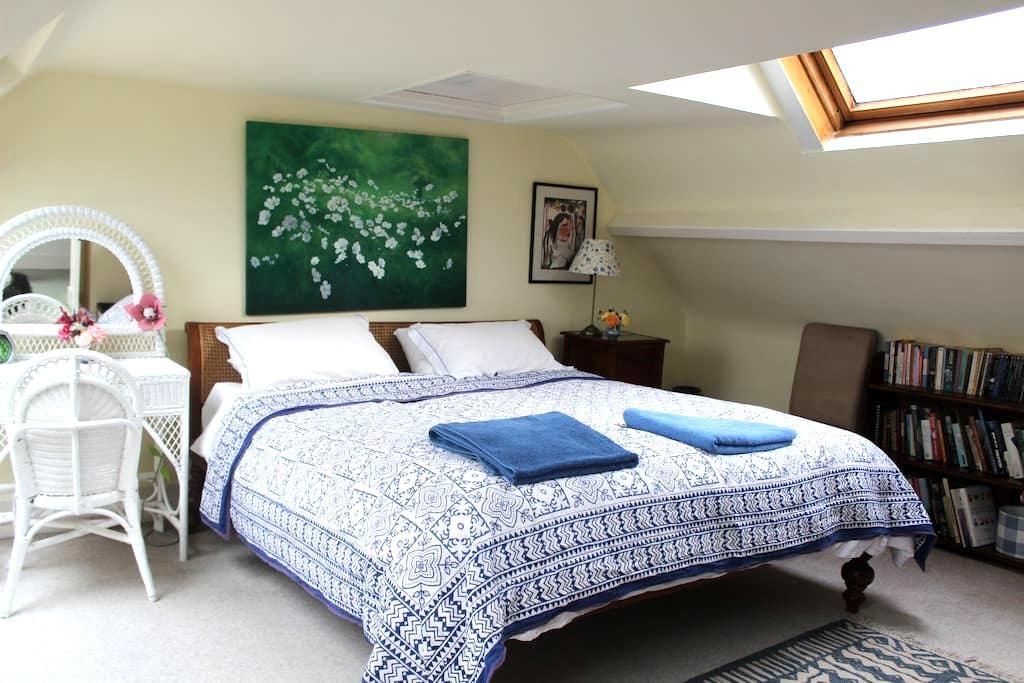 Superking room + bathroom in lovely home - Semley, Shaftesbury - ที่พักพร้อมอาหารเช้า
