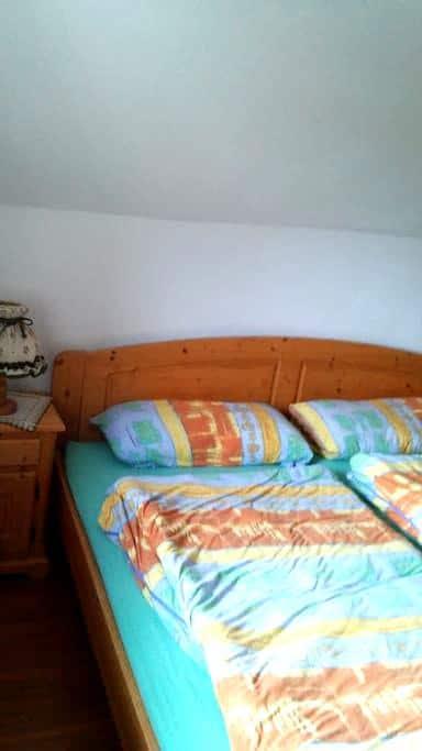 1 Doppelzimmer 2 zusätzliches Zimmer möglich - Oberthal - Casa