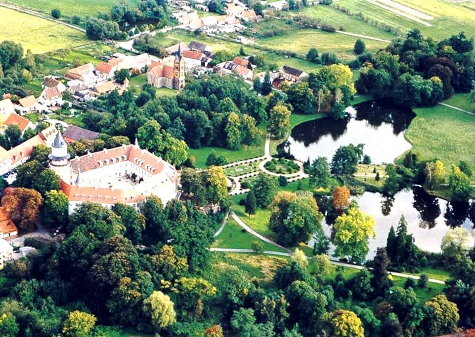 Traumhafte Schlosswohnung - Wiesenburg - Lägenhet