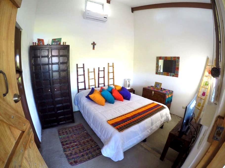 Pecho Amarillo Room - Libèria - Casa