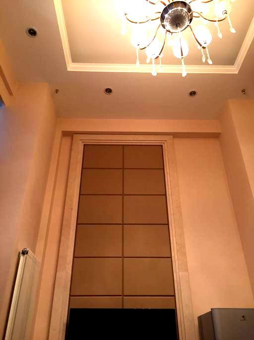 高档的loft公寓 落地大窗  精装修 公寓私密性极佳 上下二层 - 锦州市 - Apartament