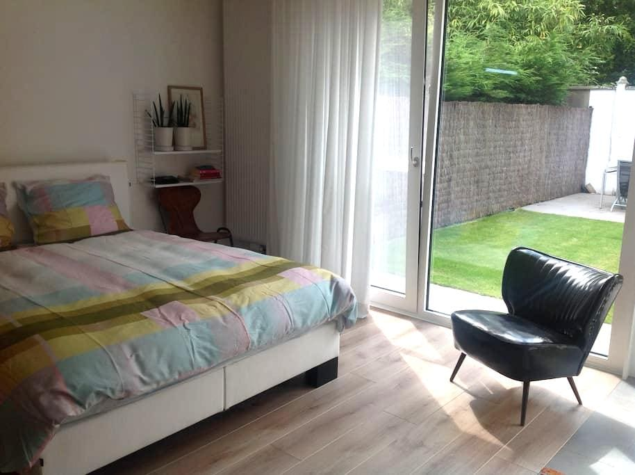 Lovely, private room near the center of Bruges - Brugge - Huis