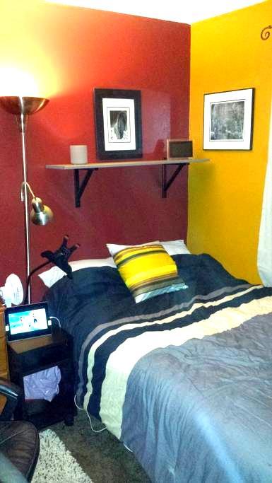 1 shared room in Costa Mesa near HB - Costa Mesa - House