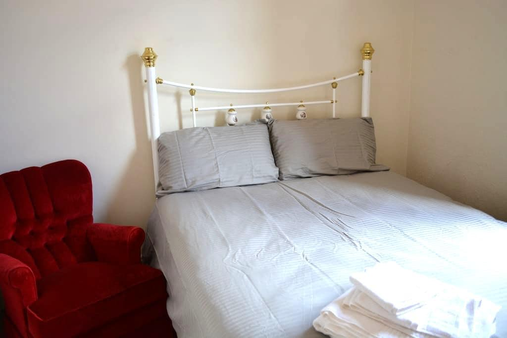 Cosy room in Victorian with everything you need! - Parkville - Dom