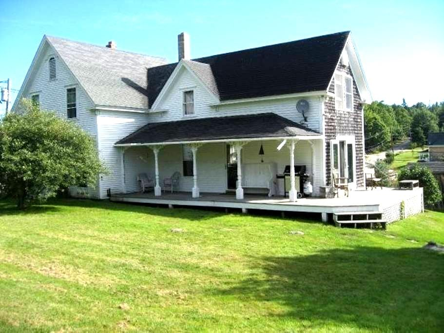 Charming Farmhouse, Brooksville, ME - Brooksville
