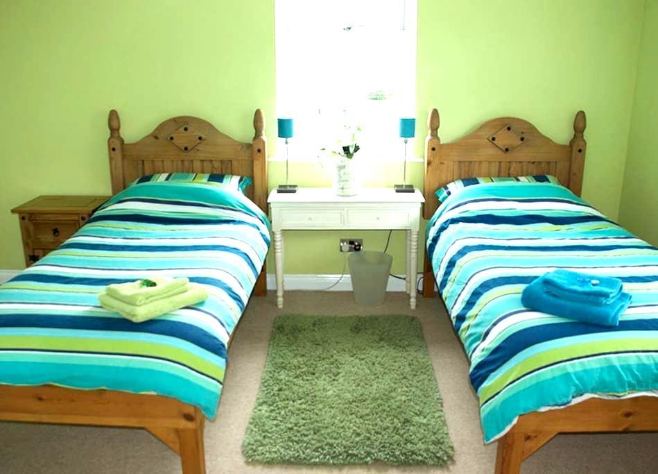 'Killantringen' Twin Room, en-suite, large shower - Portpatrick, Stranraer - Talo