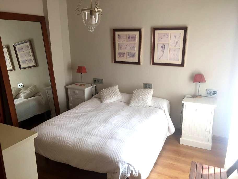 Suite con 2 habitaciones y 1 baño - Valencina de la Concepción - Flat